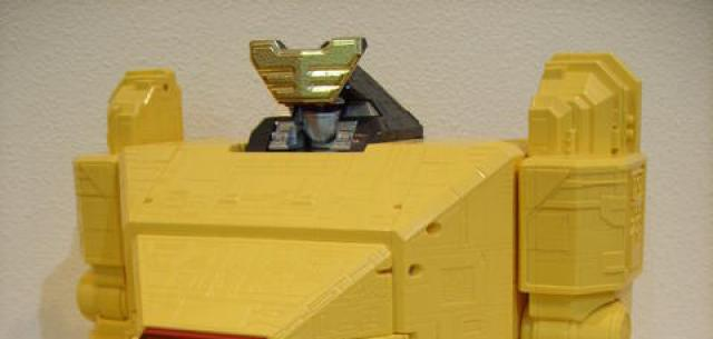 Deluxe Pyramidas The Carrier Zord
