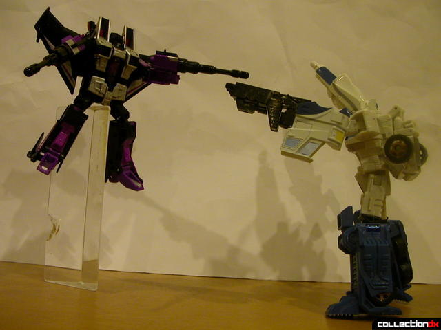 The Battle for Autobot City- Skywarp (left) and Ultra Magnus (right) stand-off (3)