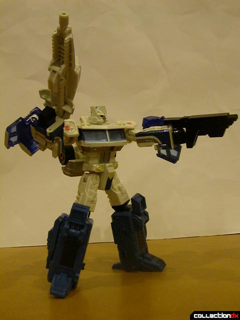 Autobot Ultra Magnus- robot mode posed with weapons (2)