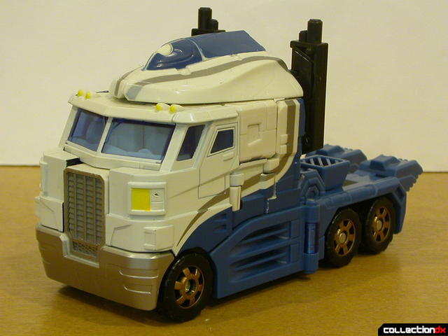Autobot Ultra Magnus- vehicle mode (front)