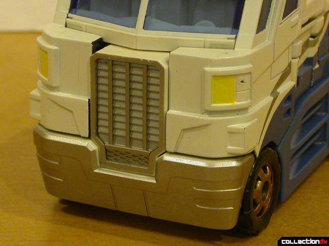 Autobot Ultra Magnus- vehicle mode (grille and bumper detail)