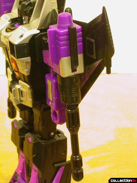 Decepticon Skywarp- robot mode  missile launcher detail (arm down)