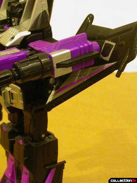 Decepticon Skywarp- robot mode  missile launcher detail (arm forward)