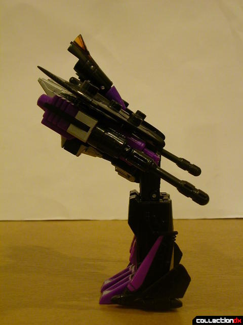 Decepticon Skywarp- robot mode (bowing)