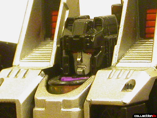 Decepticon Skywarp- robot mode (head detail)