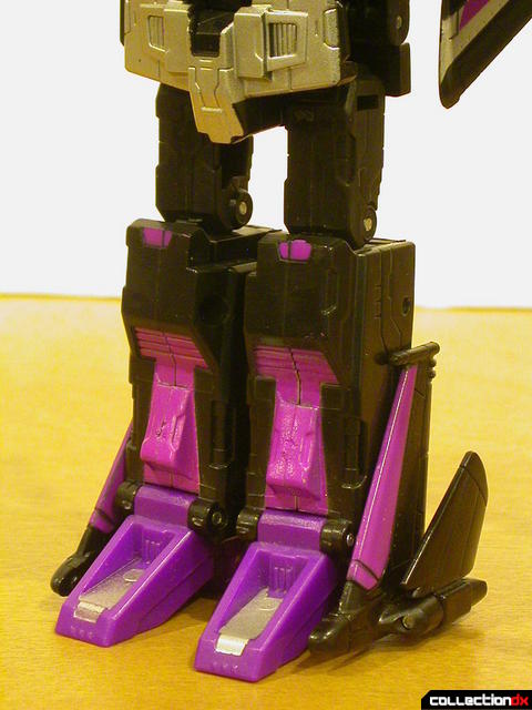 Decepticon Skywarp- robot mode (legs detail)