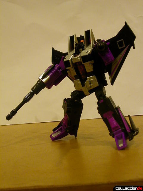 Decepticon Skywarp- robot mode posed holding missile launchers (1)