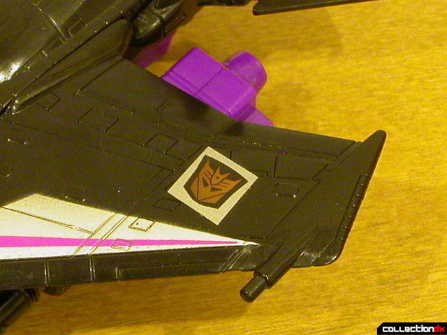 Decepticon Skywarp- vehicle mode (alliance decal, glowing)