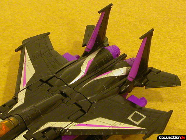 Decepticon Skywarp- vehicle mode (wing surface detail)