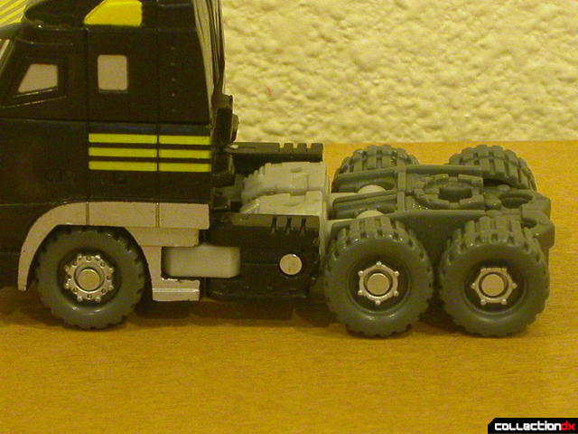 Autobot Armorhide- vehicle mode (left side close-up)
