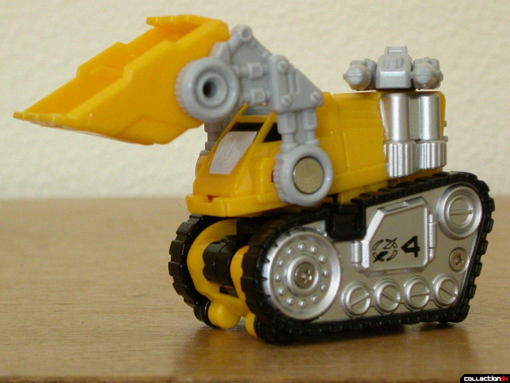 Gougou Dozer- cannon & shovel posed