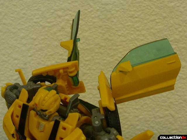 Battle Scenes Autobot Bumblebee- robot mode (wings highlight)