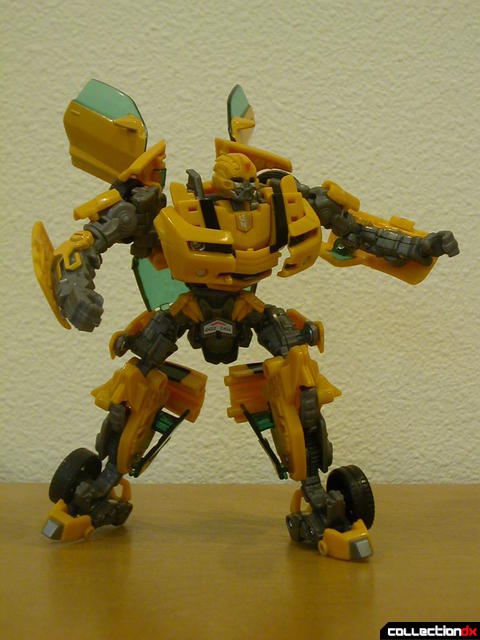Battle Scenes Autobot Bumblebee- robot mode posed (1)