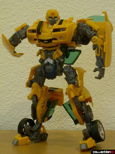 Battle Scenes Autobot Bumblebee- robot mode posed (2)