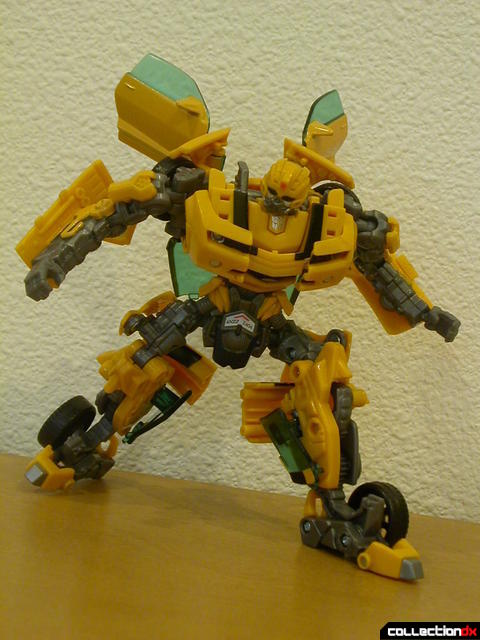 Battle Scenes Autobot Bumblebee- robot mode posed (3)