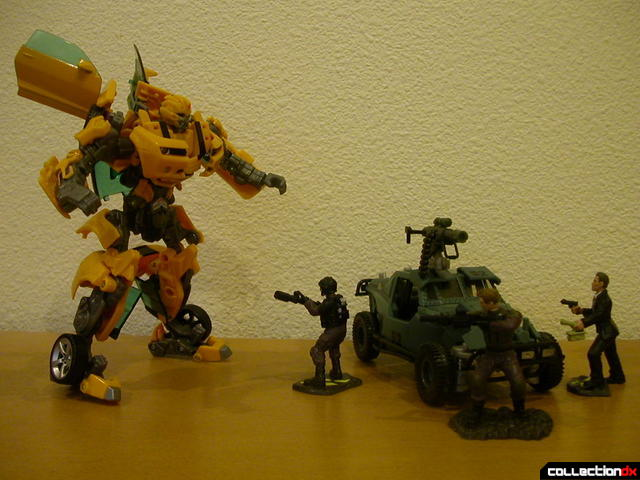 Battle Scenes- Capture of Bumblebee (cameo by Autobot Landmine at right)(1)