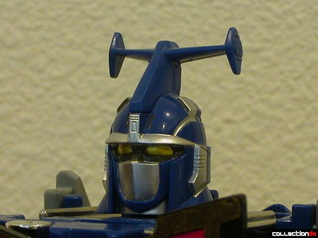 Deluxe Stratoforce Megazord (head detail, without mask)
