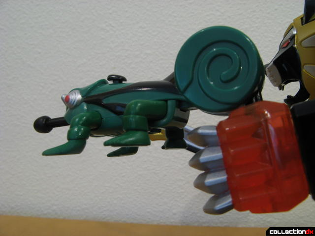 Transforming Fury Megazord Set- Ultimate Megazord (Chameleon held in left fist)