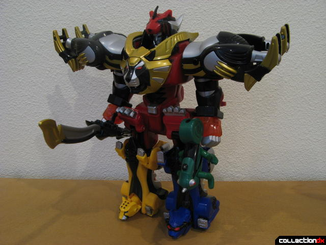 Transforming Fury Megazord Set- Ultimate Megazord (front)