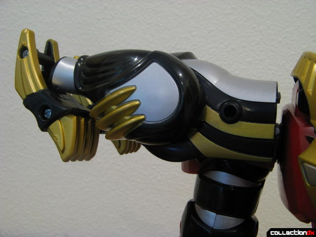 Transforming Fury Megazord Set- Ultimate Megazord (right shoulder armor detail)