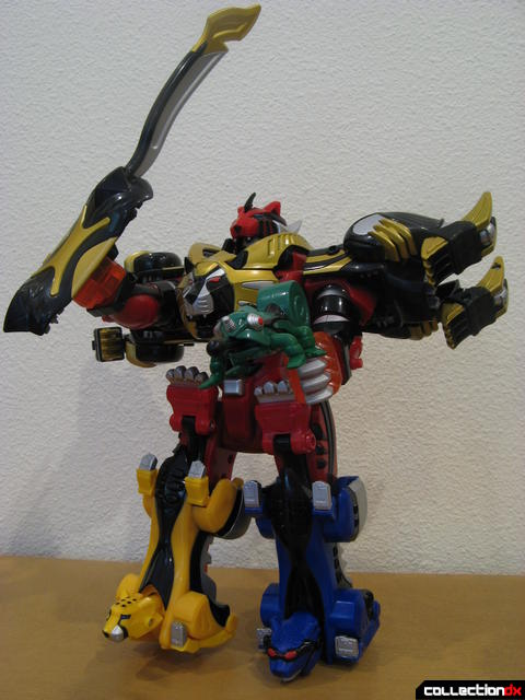 Transforming Fury Megazord Set- Ultimate Megazord posed (1)