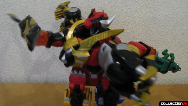 Transforming Fury Megazord Set- Ultimate Megazord posed (2)