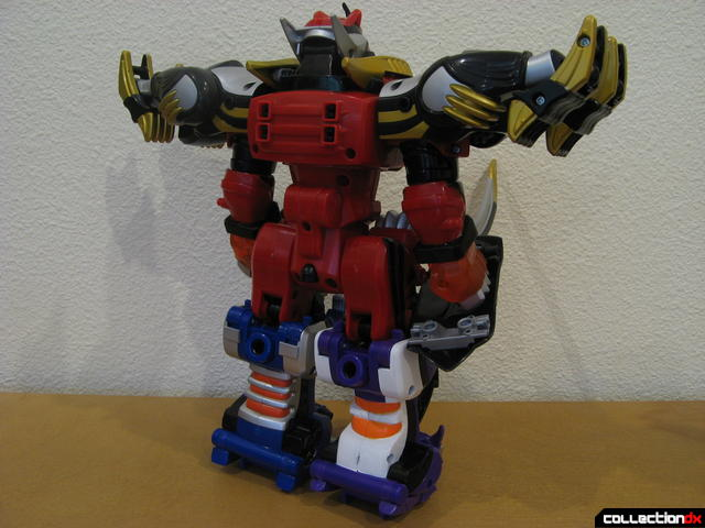 Transforming Fury Megazord Set- Ultimate Megazord with Wolf Power (back)