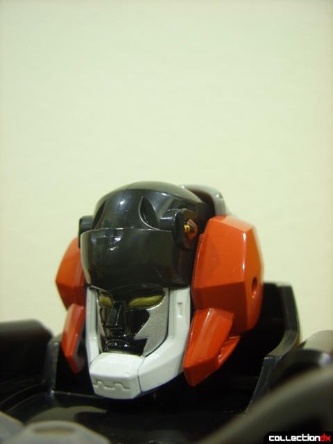 Deluxe Jungle Master Megazord (head detail, helmet removed optionally)
