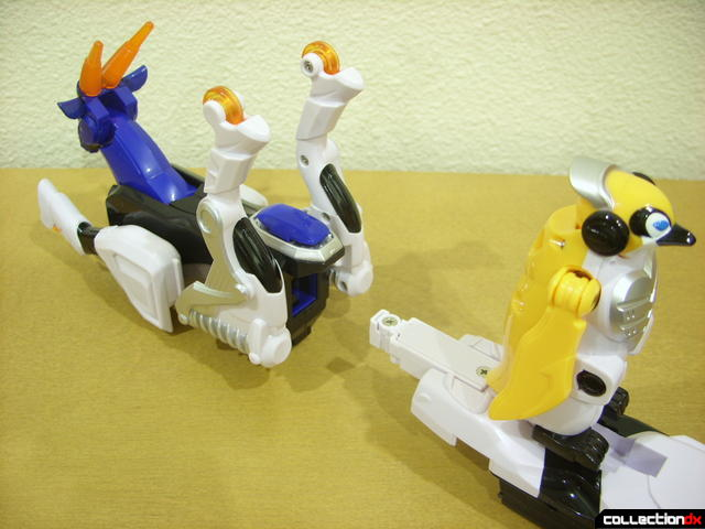 Deluxe Jungle Master Megazord- firing Penguin from Antelope (1-3)