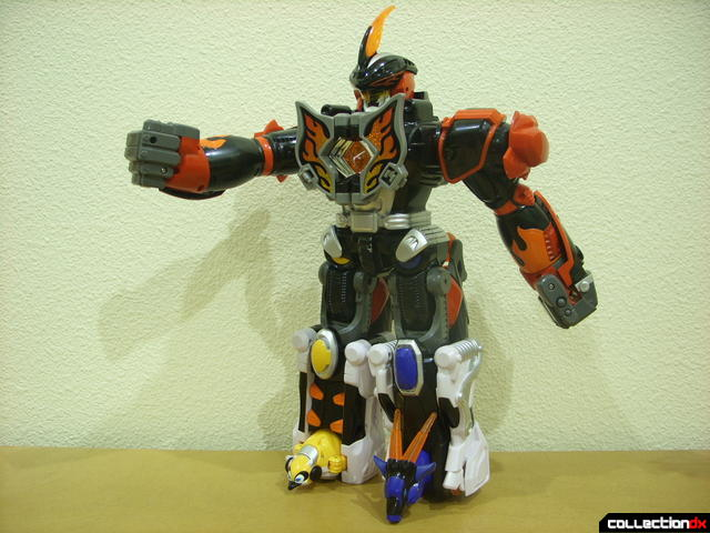 Deluxe Jungle Master Megazord posed (1)