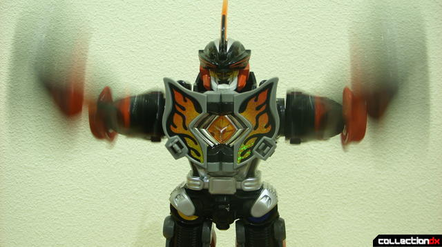 Deluxe Jungle Master Megazord posed (3)