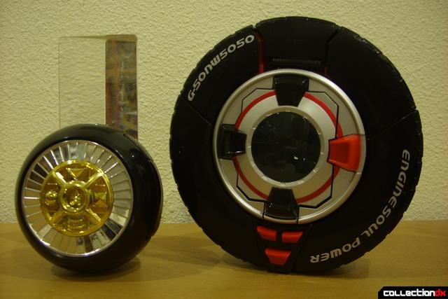 DX Soukou Sharin Go-Roader GT (R) and Deluxe Warrior Wheel (L) in wheel forms