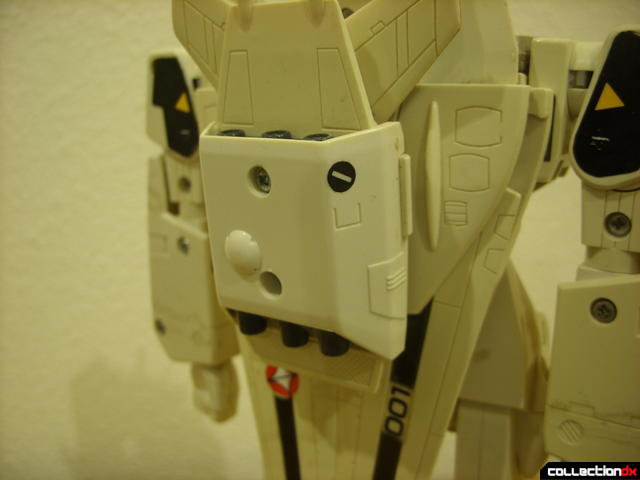 VF-1S Super Valkyrie - assembling backpack boosters (1)