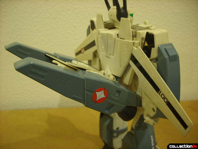 VF-1S Super Valkyrie - Battroid Mode (boosters can't stay upright if wings are open)