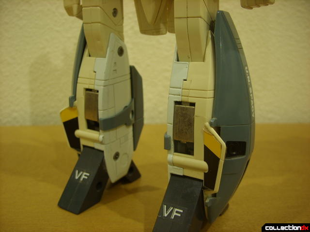 VF-1S Super Valkyrie - Battroid Mode (leg armor atached, front)