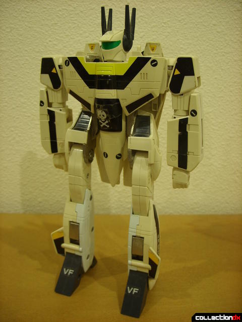 VF-1S Valkyrie - Battroid Mode (front)