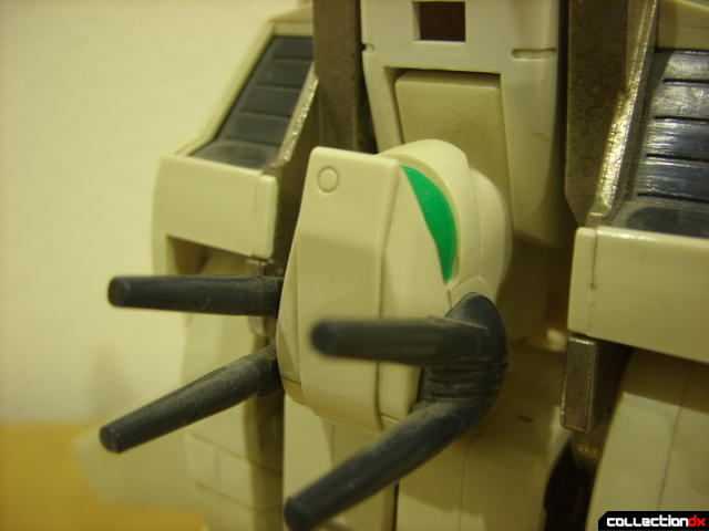 VF-1S Valkyrie - Fighter Mode (laser turret detail, cannons lowered)