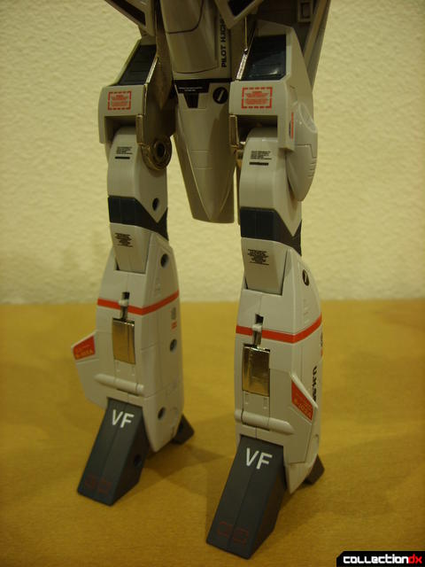 Origin of Valkyrie VF-1J Valkyrie- Battroid Mode (legs detail)