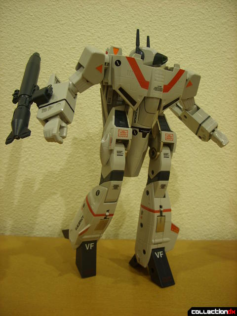 Origin of Valkyrie VF-1J Valkyrie- Battroid Mode posed (2)