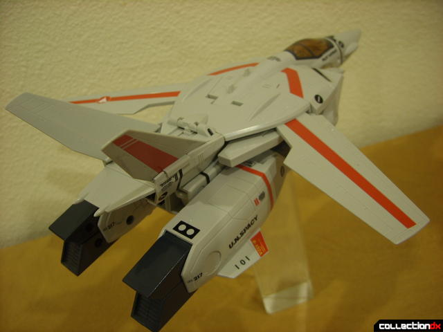 Origin of Valkyrie VF-1J Valkyrie- Fighter Mode dramatic angle (1)