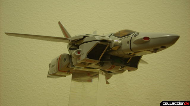 Origin of Valkyrie VF-1J Valkyrie- Fighter Mode dramatic angle (2)