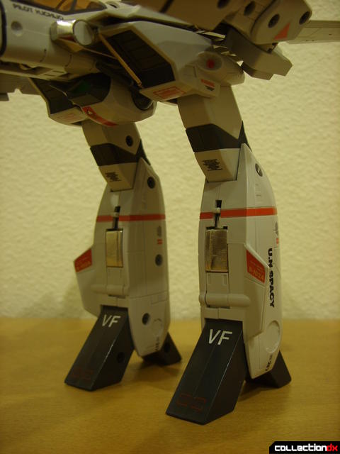 Origin of Valkyrie VF-1J Valkyrie- GERWALK Mode (legs detail, front)