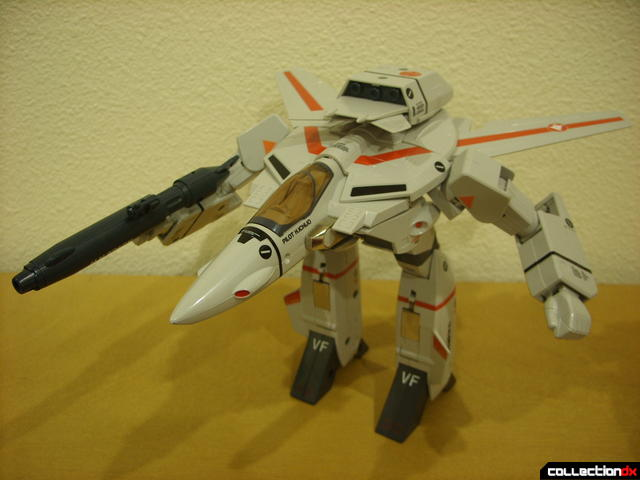 Origin of Valkyrie VF-1J Valkyrie- GERWALK Mode posed (3)