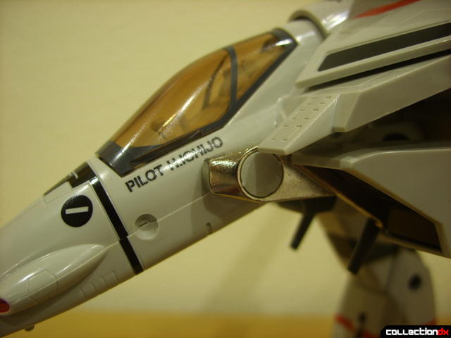Origin of Valkyrie VF-1J Valkyrie- leg transformation bar detail (2)
