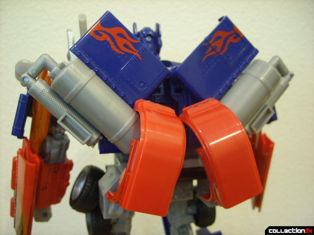 Leader-class Autobot Optimus Prime- robot mode (back detail)