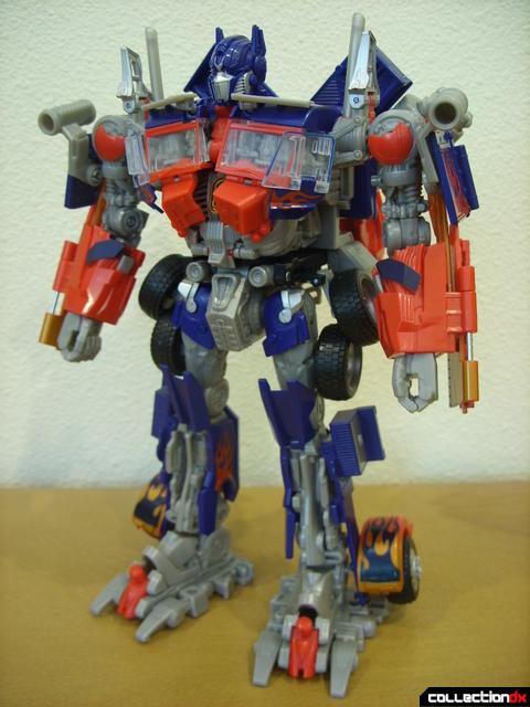 Leader-class Autobot Optimus Prime- robot mode (front)