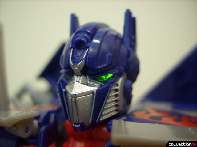 Leader-class Autobot Optimus Prime- robot mode (head detail, green LED on)