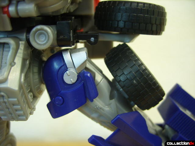 Leader-class Autobot Optimus Prime- robot mode (hip panel remains stationary when leg moves)
