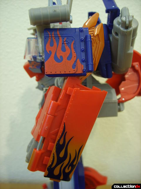 Leader-class Autobot Optimus Prime- robot mode (left arm profile)