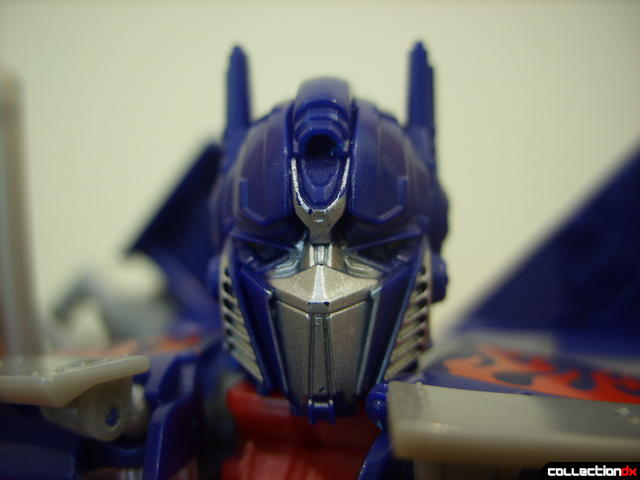 Leader-class Autobot Optimus Prime- robot mode (lookin' at ya)